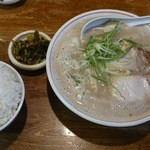 Hakataramenebisu - 料理写真:とんこつだくだくセット 780円