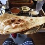 インド定食ターリー屋 - 2色カレー定食830円キーマ+パラクパニール100円増し
