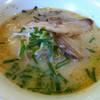ラーメン平和 - 料理写真:豚骨ラーメン(焼飯セット)