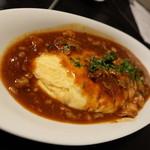 銀彗富運 - 黒毛和牛すじ肉のデミグラスソースがけチーズオムレツ(900円)