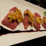 銀彗富運 - 黒毛和牛ランプ肉、北海道産うに載せ