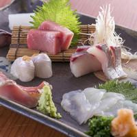 厳選された魚介類がたっぷり堪能できる『刺盛』