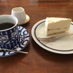 びすけっと - 料理写真:クリームチーズケーキとコーヒーのセットで620円