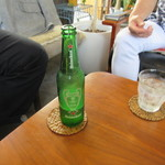 ブリーザ・ド - 友人達はハイネケンで乾杯。