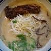 らーめん日本 - 料理写真:豚骨ラーメン800円角煮が面白い