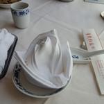重慶飯店 - テーブルセッティング