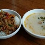52023555 - 鶏肉バジル炒め、ミルクスープ
