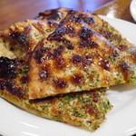 ナタラジャ - 本場風チーズナン。単品で食べるものなんだそうです。チーズ入りカレーパンのナンバージョンって感じ