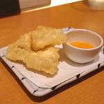 切麦や甚六 - カマンベールチーズの天ぷら マンゴーソース添え