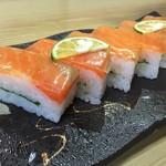 寿司一作 - 淡路島サクラマスの押し寿司