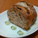 バゲット マジシェンヌ - 料理写真:ミックスナッツ(田舎パン)