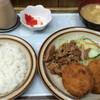 キッチン南海 - 料理写真:カニクリームコロッケとしょうが焼き定食 730円