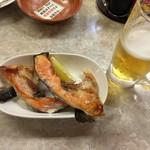 ひょうたん - サケかま焼きと生ビール