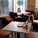 Cinnamon's Restaurant - テーブル