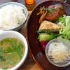 グローブピッコラ - 料理写真:煮込みハンバーグとお惣菜色々プレート