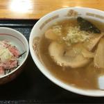 朝日みどりの里食堂 - ラーメン 500円 ミニネギトロ丼 300円