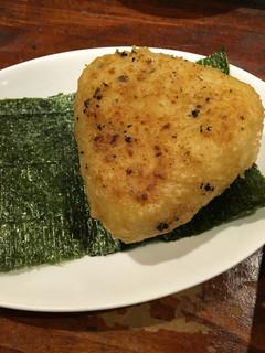炉端のユーカラ - 味噌焼おにぎり鮭税込380円♤デカい安い…美味い