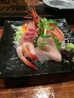 炉端のユーカラ - お刺身5点盛り税込980円♤美味し ツマも新鮮!