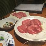焼肉彩苑じゅうじゅう亭はなれ - 料理写真:少し食べてしまいましたが、