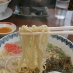 武蔵ラーメン - 麺は中細麺