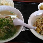 福泰楼 - 料理写真:「ラーメン」薄+「炒飯」濃。といった奇妙なバランス。