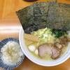 らーめん たく家 - 料理写真:豚骨塩_760円、コロチャ_100円、サービスの小ライス