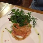 フランス料理店 ア・プ・プレ - サーモンマリネのサラダのフィユテ