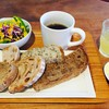 ダーシェンカ - 料理写真:ドリンクバー+パンビュッフェ+サラダのモーニング@500円