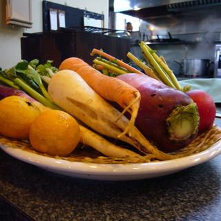 ウシマル - 料理写真:自家菜園のお野菜と自然農法家棚原さんのお野菜を使。