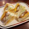 コンパル - 料理写真:エビフライサンド(930円)