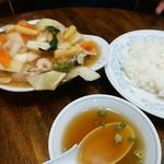 新華苑 - 料理写真:八宝菜定食870円