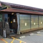 52253006 - お店の脇は駐車場