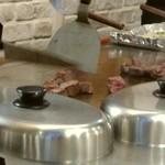 52253831 - コロコロステーキ、焼いてます!
