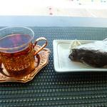 tsuki cafe  - ガトーショコラとスプリームダージリン