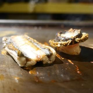 潟潟ヤ - 料理写真:天然鰻と黒鮑の鉄板焼