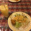 バンチャ - 料理写真:サラダとドリンクバーのマンゴ+ラッシー