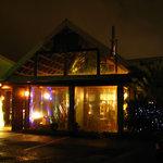 エピスカフェ - 夜の外観です