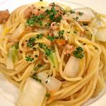 Vineria Dopo Domani - イカゲソと白菜の白ワインソーススパゲティ