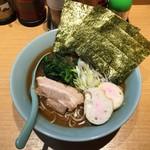 横浜家系らーめん三元 - 料理写真:家系煮干しラーメン、800円です。