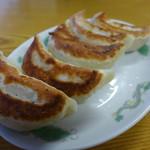 雅 - カリッと焼けた秀逸な餃子。5個420円。