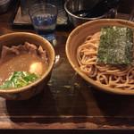 52369402 - 濃厚な魚介系スープ。ピリ辛も茶館感じる