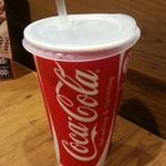 タコ ベル - コーラを飲む