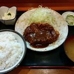 どん平 - 特製とんかつ定食 980円(税込)
