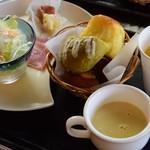 MIYABI cafe & boulangerie - モーニング(ビュッフェ)