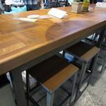 グッデイズベーカリー - お店が入っているGoodays Department内の相席テーブル