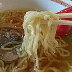 中華そば 嘉一 - 平打ち手揉み縮れのプルプル麺(≧з≦)ノ