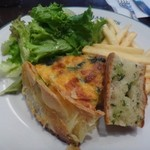 オー バカナル - ◆キッシュ・サラダ・フライドポテト・ガーリックパンが盛り合され、ドリンクが付きます。