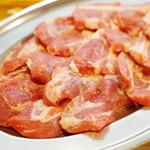味の羊ヶ丘 - 羊肉、モモ側より