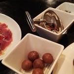 Cerdo y pato - 1606_cerdo y pato_お通しマカダミアナッツ