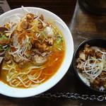 52465911 - 「紅らーめん(\880)」+「平日ランチ鶏肉丼(\150)」